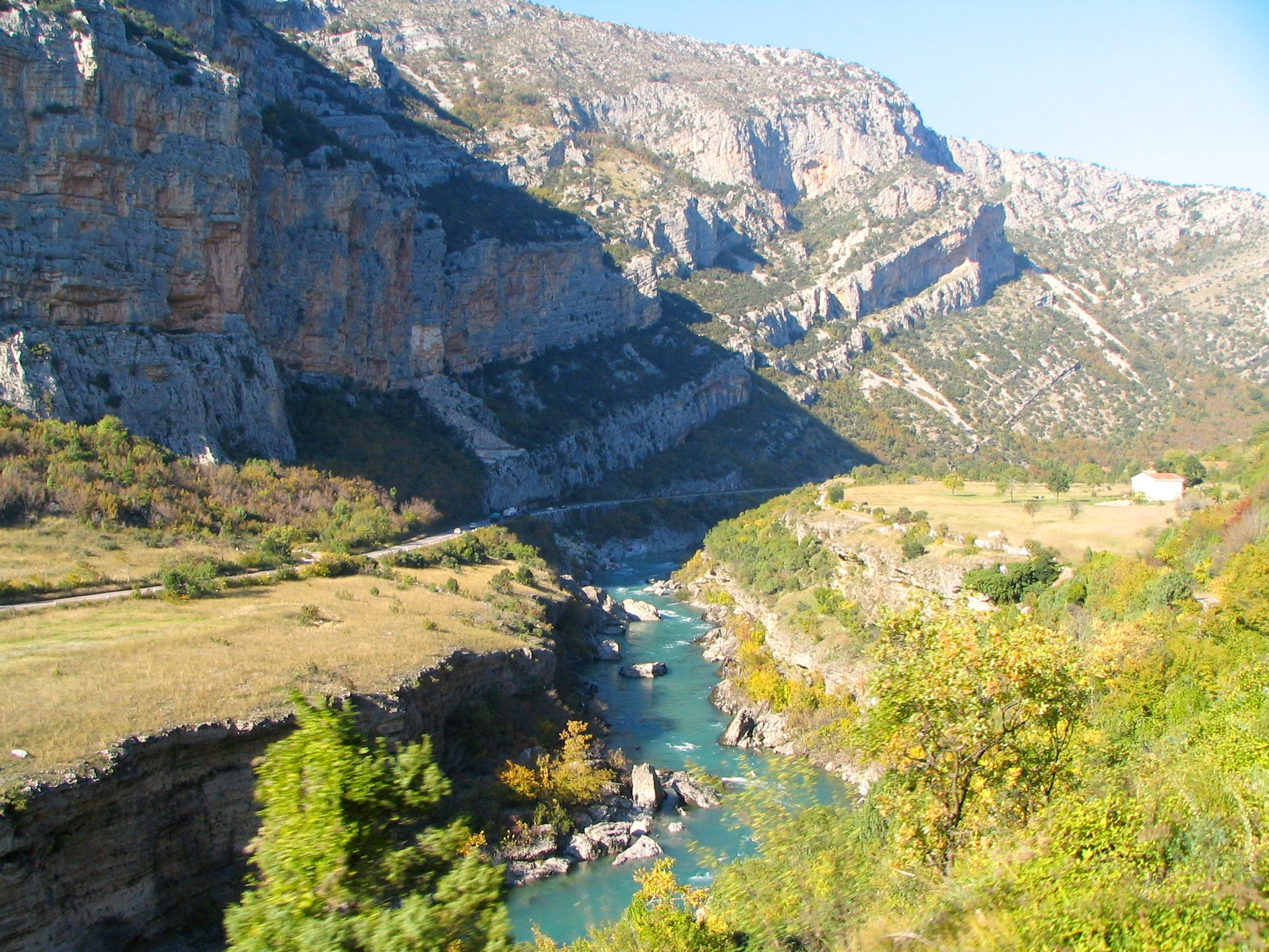 Spectacular Moraca river valley, Vicuna R, Flickr, CC BY-SA 2.0